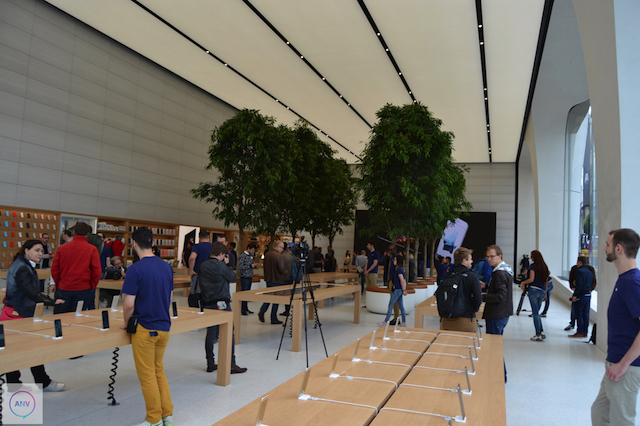 Apple Store Brussel met bomen
