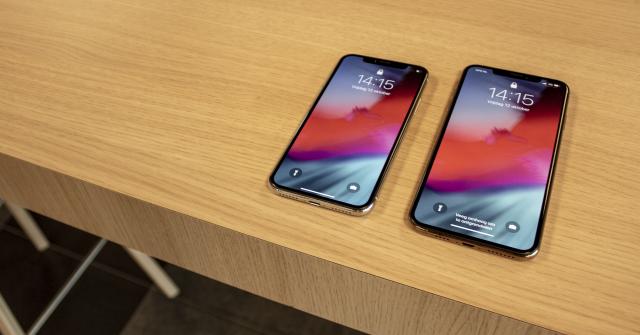 iPhone X versus iPhone XS Max