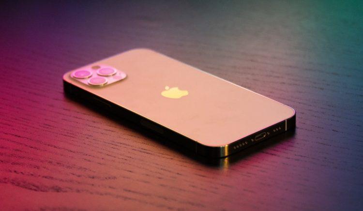 liggende iPhone 13