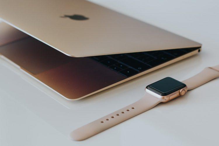 Mac en Apple Watch goudkleurig